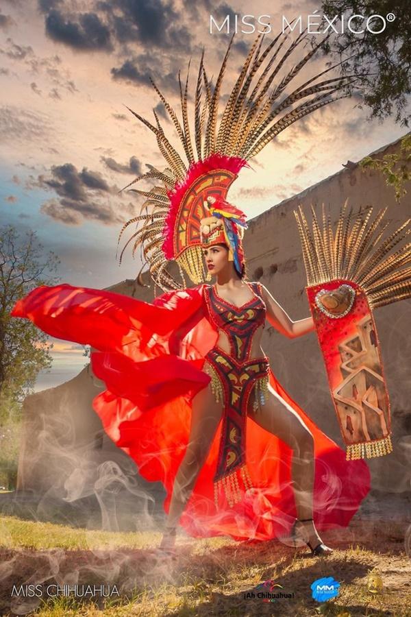 Loạt bộ trang phục dân tộc thể hiện thần thái nữ chiến binh vừa mạnh mẽ nhưng không kém phần quyến rũ.