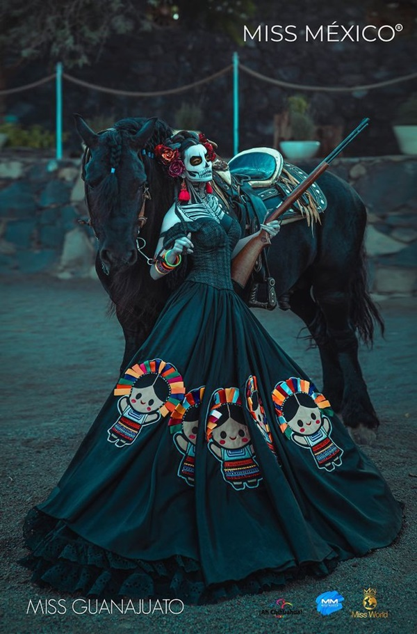 Trong đó, chiếc váy lấy cảm hứng từ truyền thống dệt may, lịch sử cách mạng, nhất là hình ảnh của Bảo tàng xác ướp nổi tiếng nhận được sự chú ý lớn của dân mạng.