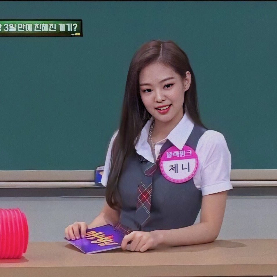 Jennie xinh đẹp trong showKnowing Brothers.