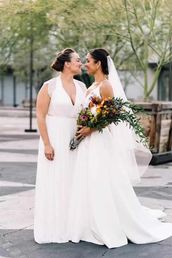 Cặp đôi đồng tính nữ luân phiên ngỏ lời cầu hôn và hôn lễ ý nghĩa như mơ 5