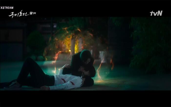 'Bạn trai tôi là hồ ly' tập 5: Lee Dong Wook hôn Jo Bo Ah say đắm, xác nhận chuyện tình tiền kiếp 5