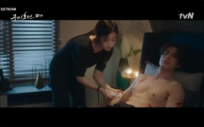 'Bạn trai tôi là hồ ly' tập 5: Lee Dong Wook hôn Jo Bo Ah say đắm, xác nhận chuyện tình tiền kiếp 6