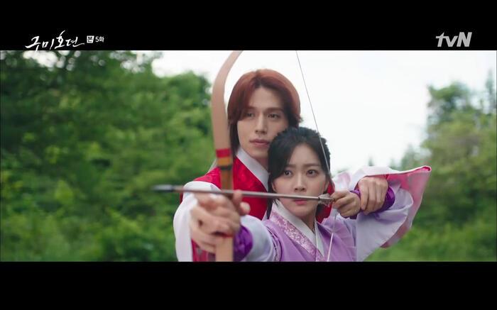 'Bạn trai tôi là hồ ly' tập 5: Lee Dong Wook hôn Jo Bo Ah say đắm, xác nhận chuyện tình tiền kiếp 13