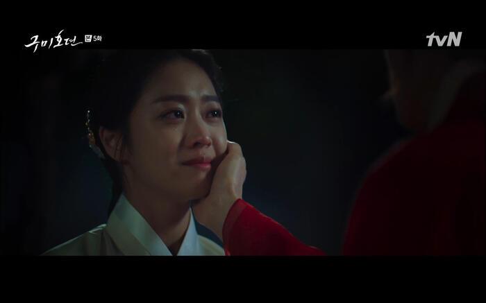 'Bạn trai tôi là hồ ly' tập 5: Lee Dong Wook hôn Jo Bo Ah say đắm, xác nhận chuyện tình tiền kiếp 42