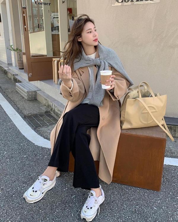 Để có style mùa lạnh chuẩn như gái Hàn, đây là 7 item mà các nàng không thể bỏ lỡ 11