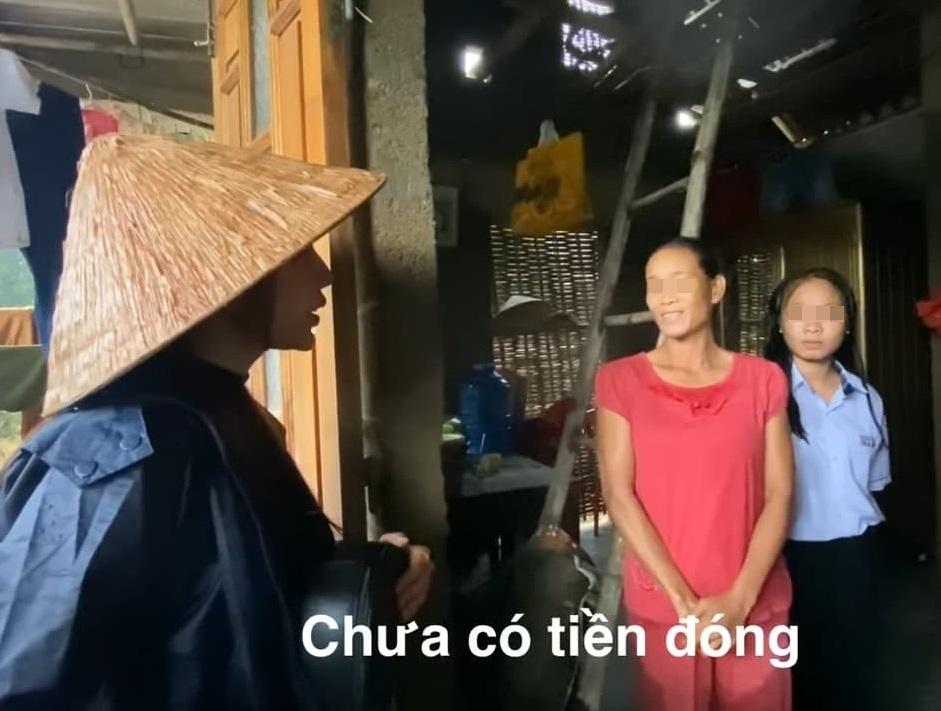 Trên đường đi cứu trợ miền Trung, Thủy Tiên nhận đỡ đầu luôn 2 em nhỏ đến đại học 0