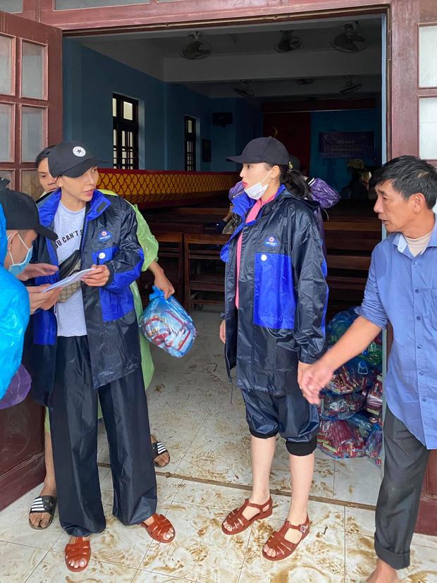 Minh Triệu - Kỳ Duyên gặp sự cố khi cứu trợ miền Trung: 1500 suất hàng bị hỏng vì nước ngập 2