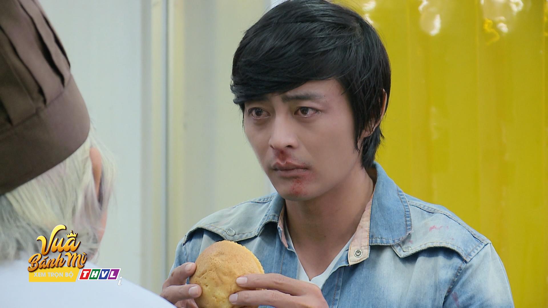 'Vua bánh mì' tập 26: 'Không ai cho lương thiện', Hữu Nguyệnleo rào đột nhập nhà bà Khuê để trả thù 3