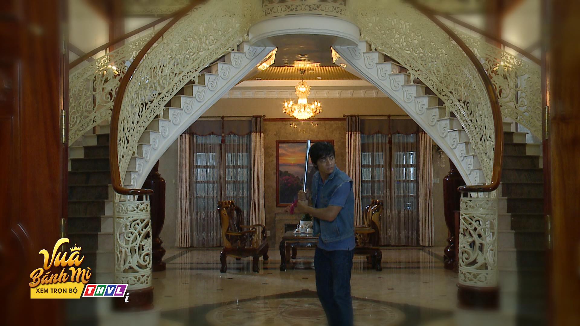 'Vua bánh mì' tập 26: 'Không ai cho lương thiện', Hữu Nguyệnleo rào đột nhập nhà bà Khuê để trả thù 5