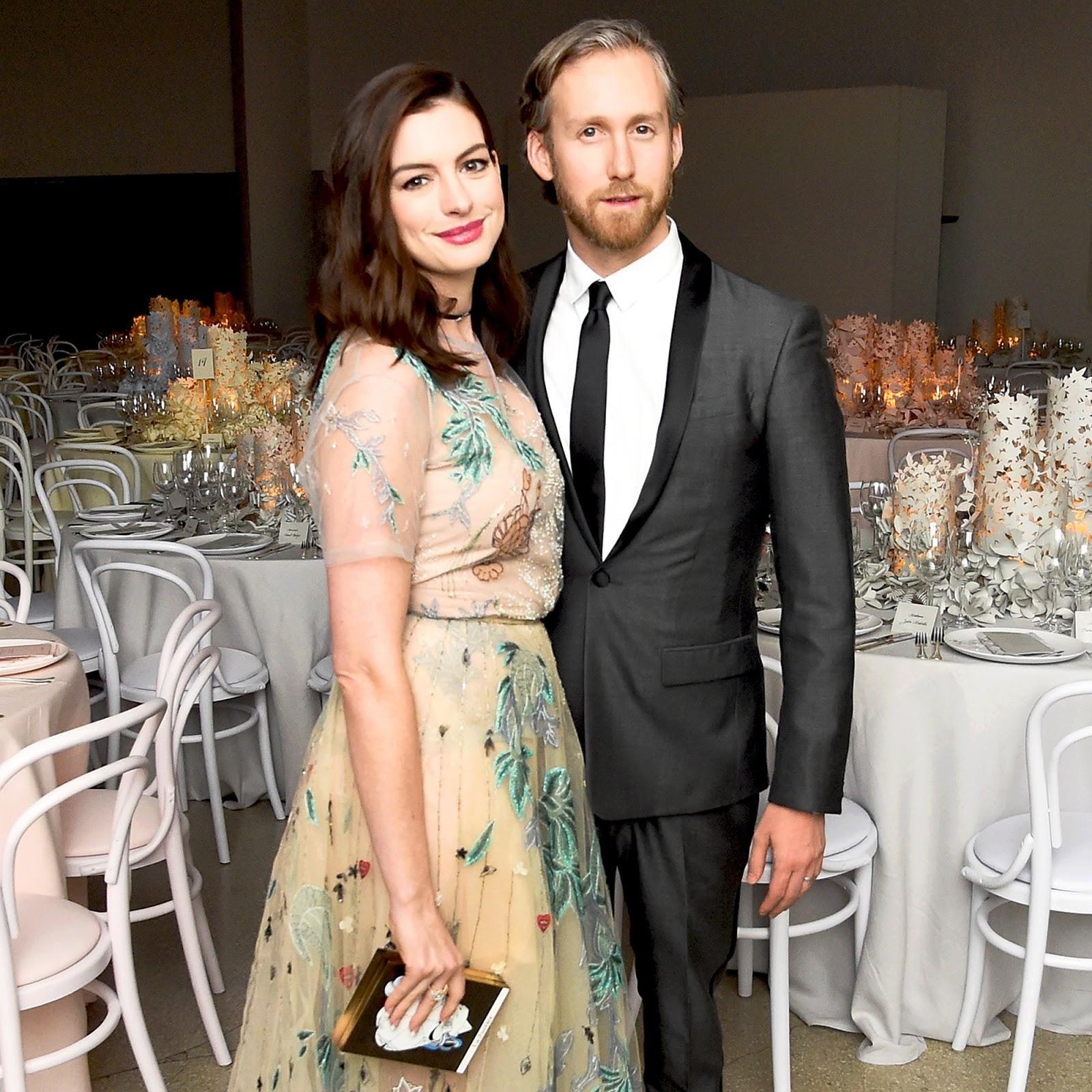 Anne Hathaway và Adam Shulman