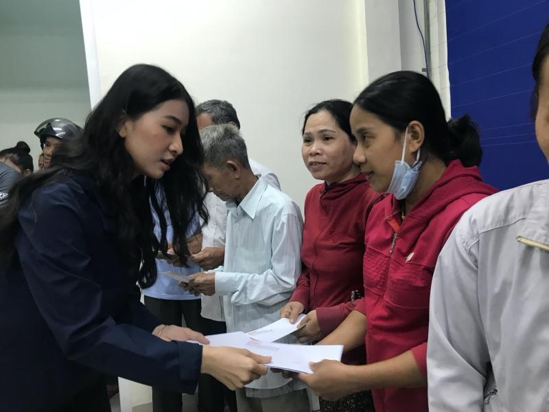 Vừa đến Huế, Đỗ Mỹ Linh - Tiểu Vy - Lương Thuỳ Linh đã gấp rút đến thăm người dân khó khăn sau bão 1