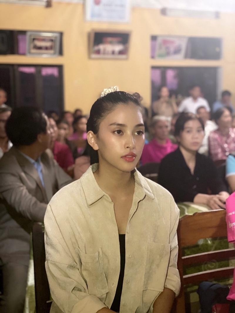 Vừa đến Huế, Đỗ Mỹ Linh - Tiểu Vy - Lương Thuỳ Linh đã gấp rút đến thăm người dân khó khăn sau bão 4
