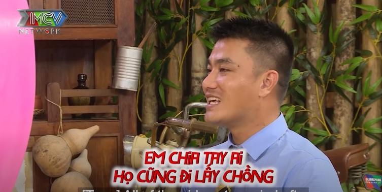 Giấu người thân lén đi hẹn hò, chàng giám đốc khiến mẹ bật khóc nức nở trên sóng truyền hình 1