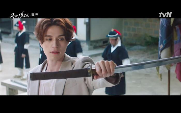 'Bạn trai tôi là hồ ly' tập 6: Lee Dong Wook ngỡ ngàng vì Jo Bo Ah là con gái của mãng xà tinh? 11