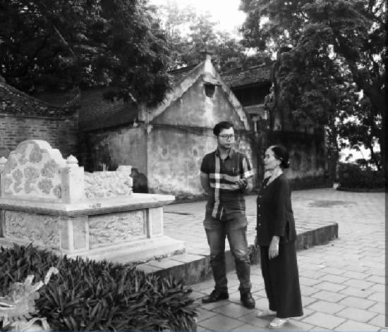Bà Dương Thị Phu, thủ nhang đền Cao chia sẻ những câu chuyện về lịch sử cũng như các giai thoại về ngôi đền với PV ĐS&PL.