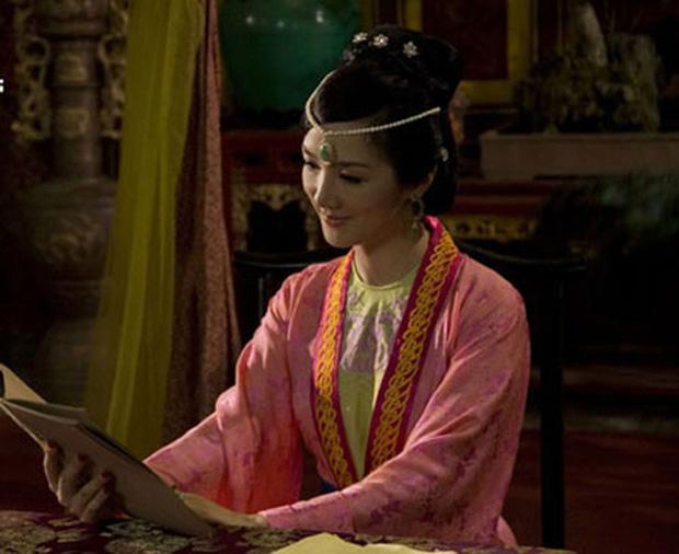 5 vị hoàng hậu xinh đẹp, quyền uy của màn ảnh Việt: Chưa lên sóng nhưng Thanh Hằng đã cân hết cả đội! 3