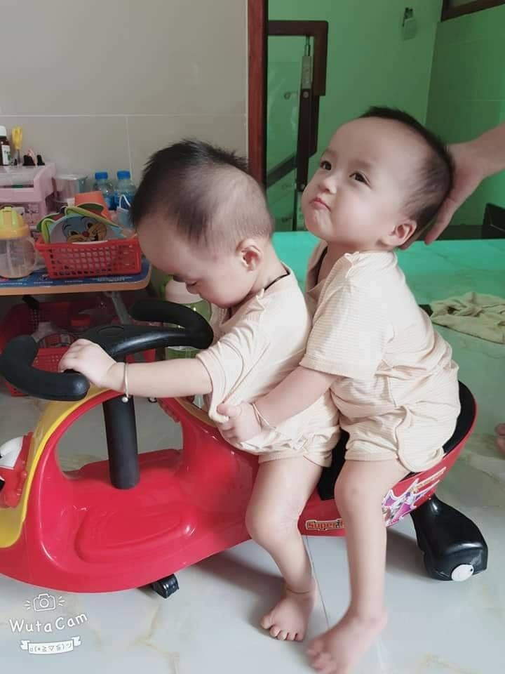 Sau 15 ngày xuất viện, Song Nhi trở lại tái khám, 'đua xe' vui vẻ và mừng hết cỡ khi gặp lại các y bác sĩ 4