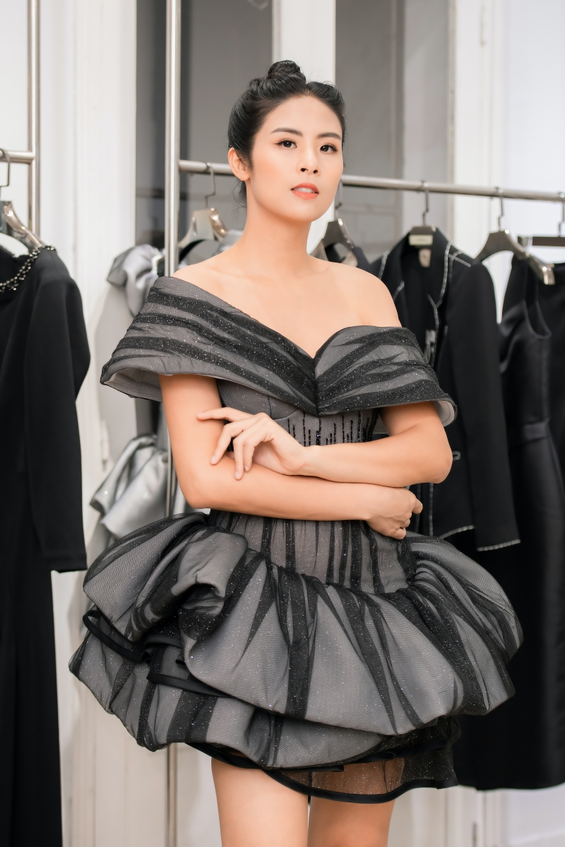 Hoa hậu Ngọc Hân, Á hậu Trà My - Thanh Tú và Lương Thanh mua váy của NTK Hà Duy để ủng hộ miền Trung 2