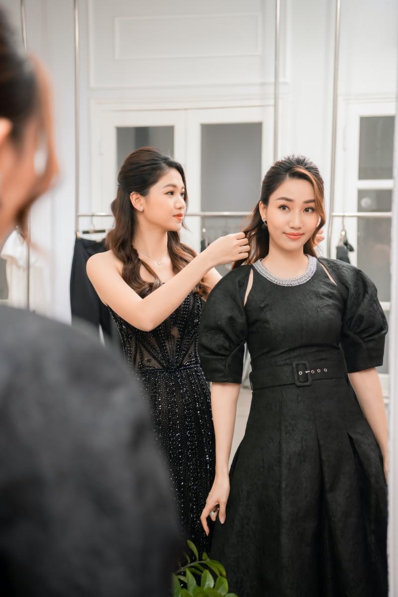 Hoa hậu Ngọc Hân, Á hậu Trà My - Thanh Tú và Lương Thanh mua váy của NTK Hà Duy để ủng hộ miền Trung 3