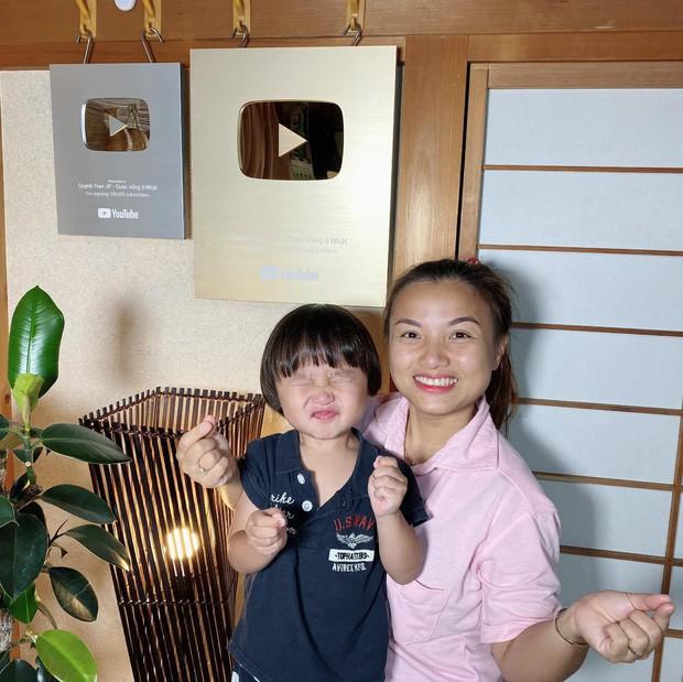 Mẹ con Quỳnh Trần và bé Sa luôn hướng về Việt Nam dù đang định cư ở Nhật Bản.