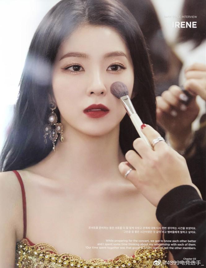 Thủ lĩnh nhóm Red Velvet ghi điểm nhờ vẻ đẹp vừa cổ điển vừa hiện đại, vừa tinh khôi lại lạnh lùng, kiêu sa.