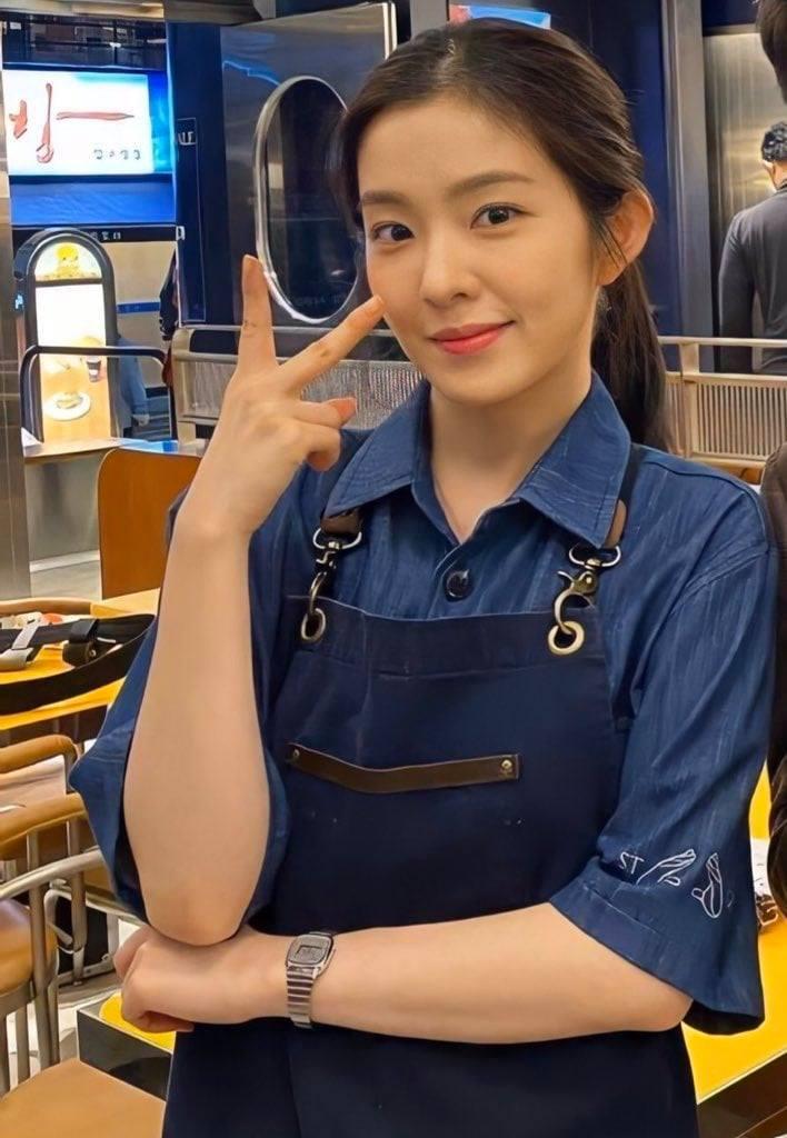 Irene nhận được nhiều khen từ ê-kip sản xuất phim vì thái độ làm việc chăm chỉ, cố gắng