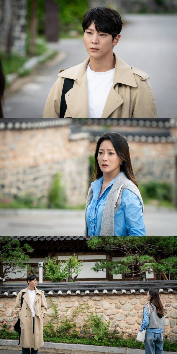 Có phải Tae Yi chạy theo người giống hệt Jin Gyeom, giống như lần anh nhầm lẫn cô với mẹ ruột khi lần đầu gặp giáo sư?