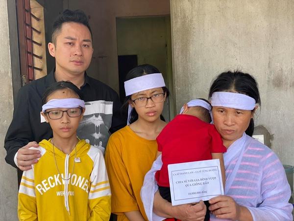 Ca sĩ Tùng Dương, Thanh Lam trực tiếp thăm hỏi, trao quà cho bà con miền Trung trong đợt lũ lịch sử 1