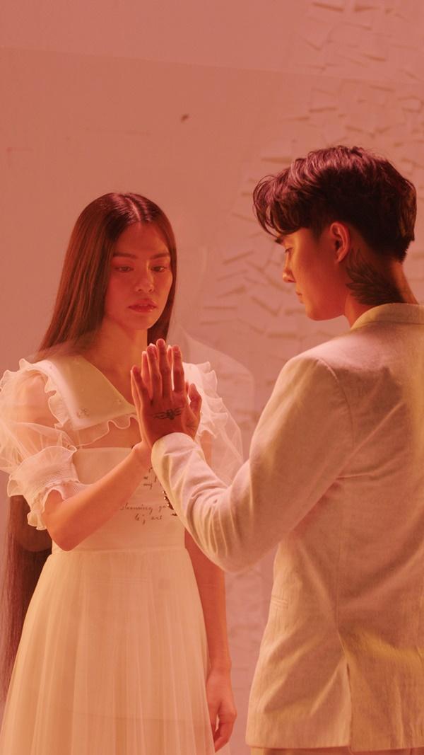 Bùi Lan Hương nhận cơn mưa lời khen khi thể hiện OST 'Tiệc Trăng Máu', hứa hẹn trở thành 'Nữ hoàng nhạc phim'trong thời gian tới? 2