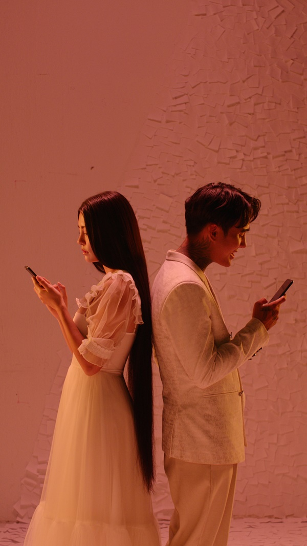 Dù bộ phim mới được ra mắt 3 ngày chiếu sớm nhưng nhạc phim đã nhận được nhiều sự tò mò của khán giả, phần thể hiện của Bùi Lan Hương cũng nhận được vô số lời khen.