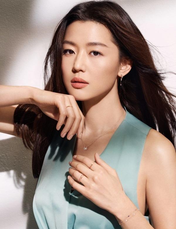 Jeon Ji Hyun cũng không ít lần từng bị mang tiếng chảnh chọe.