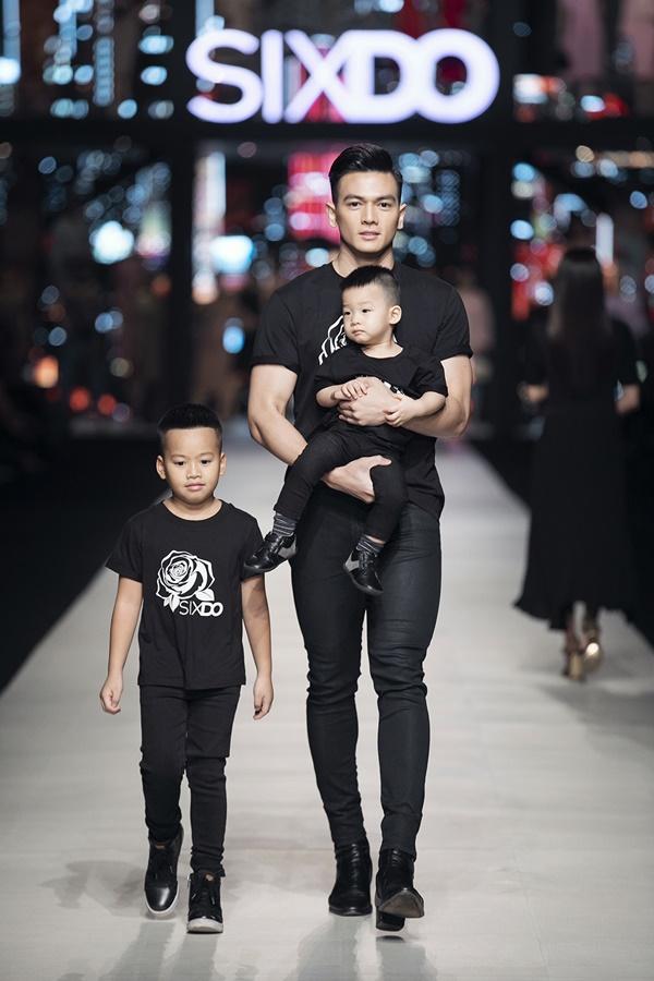 Nhóc tì nhà Đỗ Mạnh Cường xuất hiện cùng Ninh Dương Lan Ngọc gây bất ngờ tại show thời trang 4