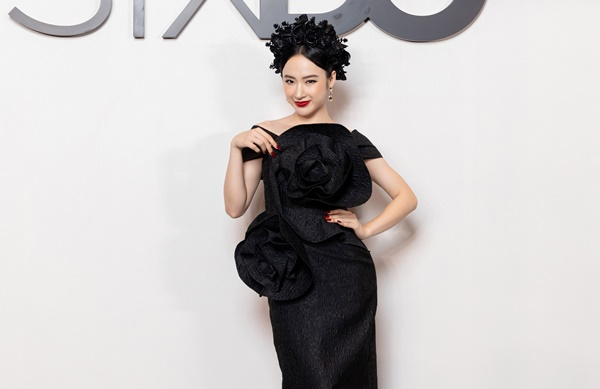 Các gương mặt đình đám diện trang phục dresscode tông màu đenthể hiện nét sang trọng, quý phái.