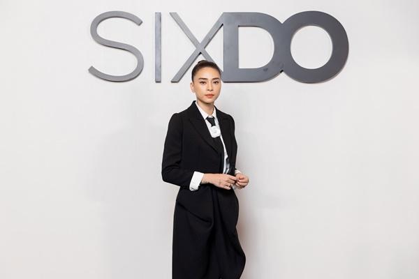 Ngô Thanh Vân toát lên vẻ xinh đẹp, khí chất, là biểu tượng cho hình ảnh đẳng cấp, sang trọng của quý cô, doanh nhân thành đạt.