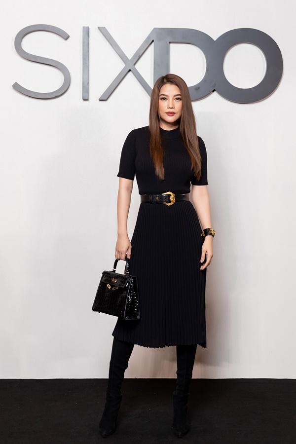 Trương Ngọc Ánh ghi điểm với set đồ 'full đen'được mix & match hợp thời, tạo cho mỹ nhân diện mạo khác biệt, ấn tượng giữa 'rừng'sao V-biz.