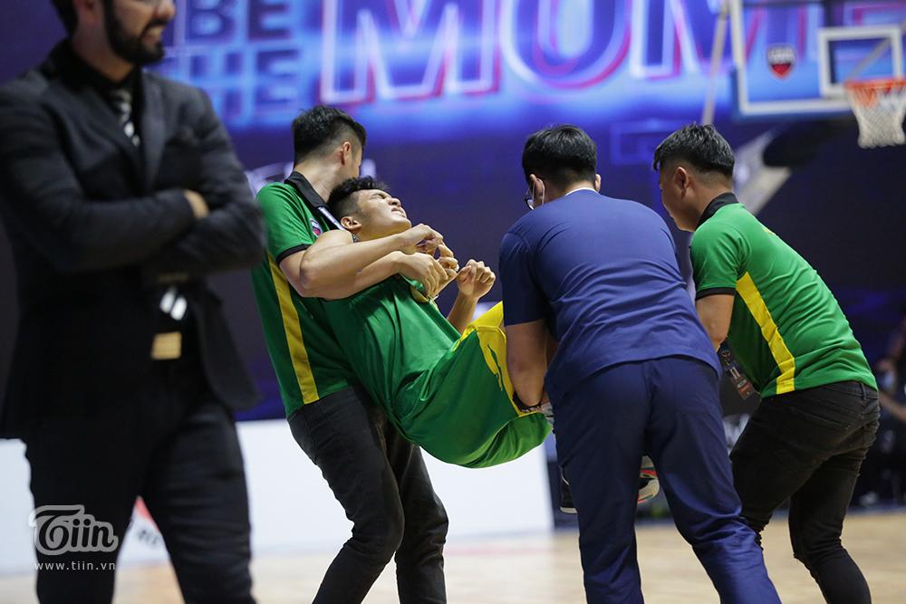 Hình ảnh của Hiền Tài trong trận đấu tối nay khiến nhiều người hâm mộ Cantho Catfish lo lắng. Photo: Hoàng Tùng