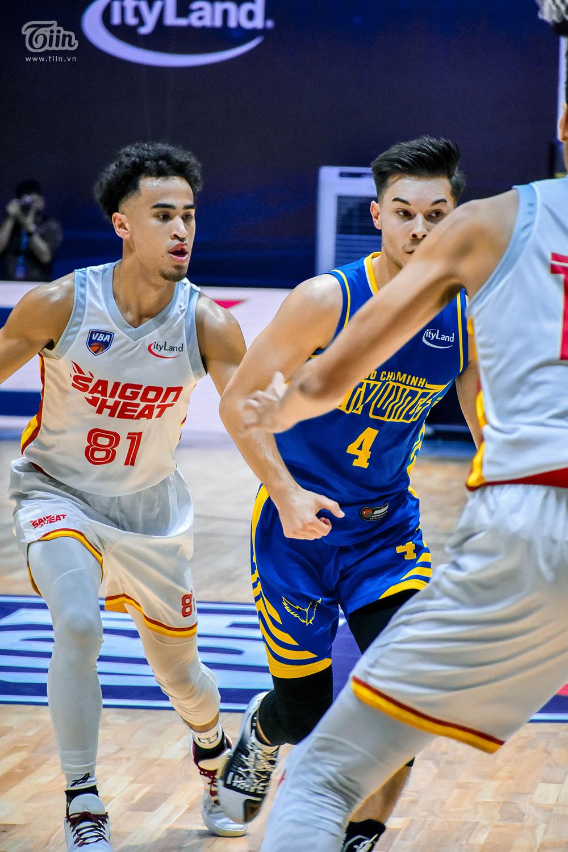 Christian Juzang tiếp tục được gọi tên là Cầu thủ xuất sắc nhất trận Hochiminh City Wings - Saigon Heat (diễn ra vào tối nay 25/10) - trong khuôn khổ vòng loại giải VBA 2020.
