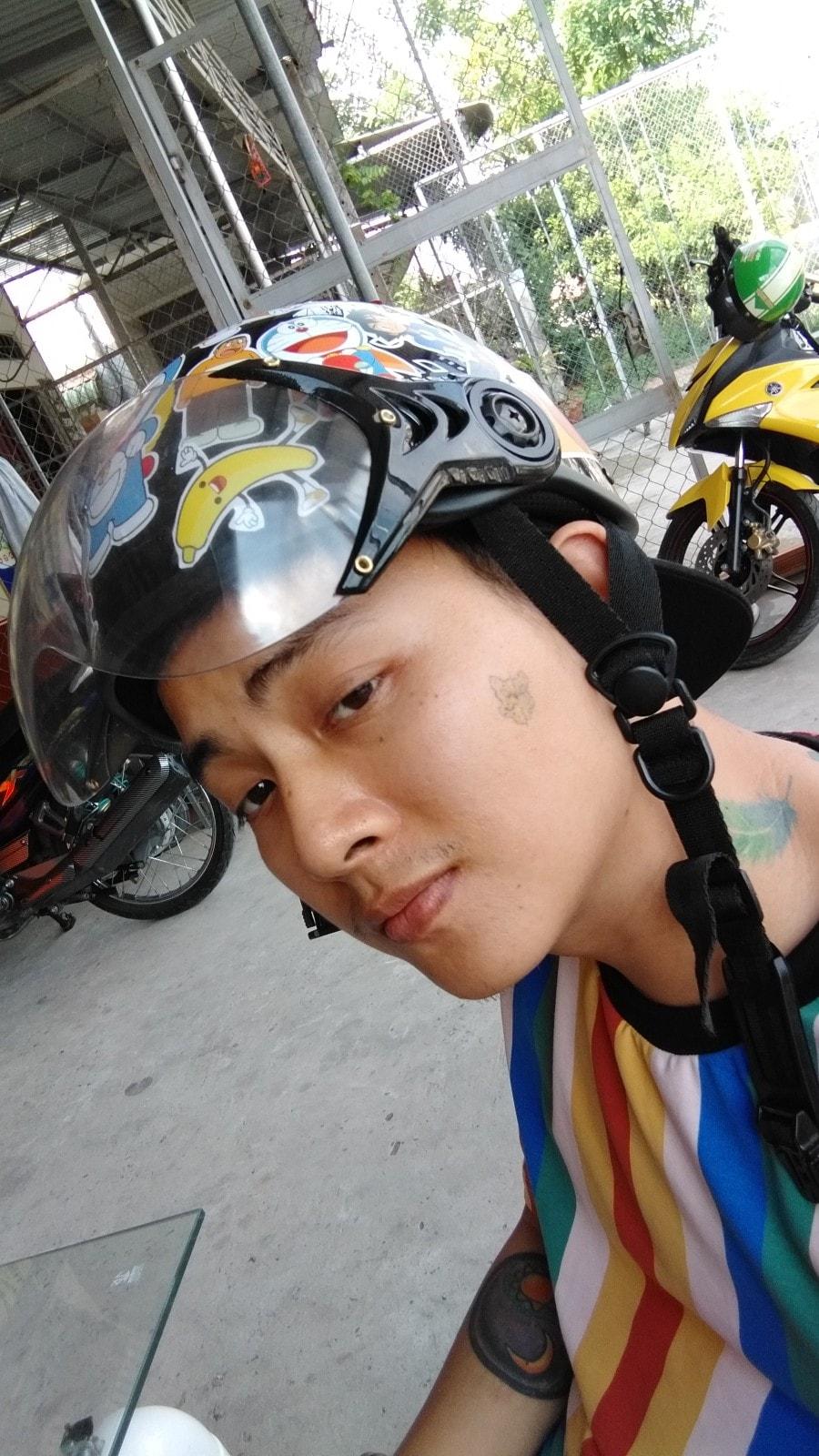 Khi quyết định chuyển sang nhạc rap, Hoài Lâm đã quyết định đổi nghệ danh thành Young LuuLi