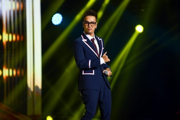 Nam ca sĩ Yêu em dại khờ còn động viên Nhật Hoàng rằng anh chờ được và sẽ xin Nhật Hoàng diễn cuối cùng để sức khỏe ổn định hơn trước khi lên sân khấu.