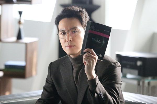'Xứ sở Alice': 'Cặp bố mẹ' Kim Hee Sun - Kwak Si Yang hối tiếc gửi lời chào kết thúc phim, Joo Won sẽ quay trở lại 3