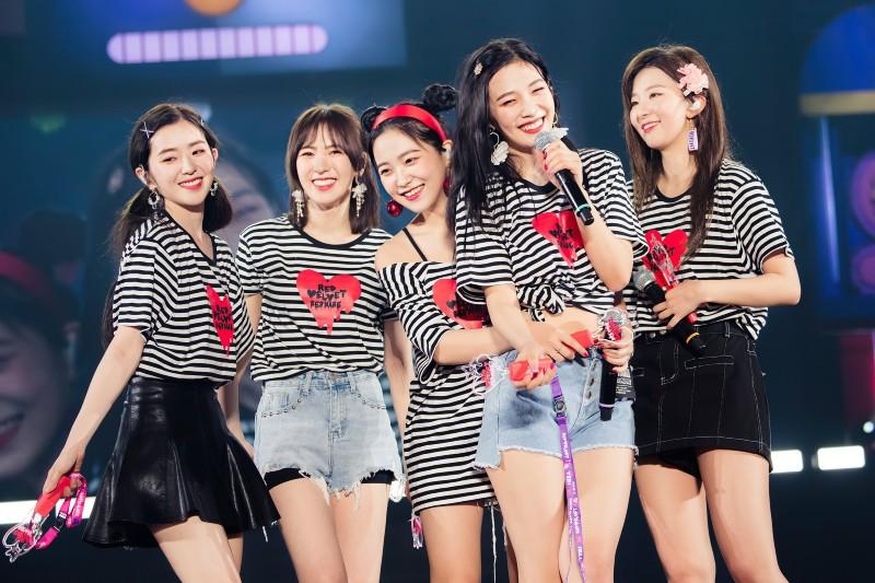 Khán giả lo lắng cho các thành viên của Red Velvet, và yêu cầu Irene rời nhóm.
