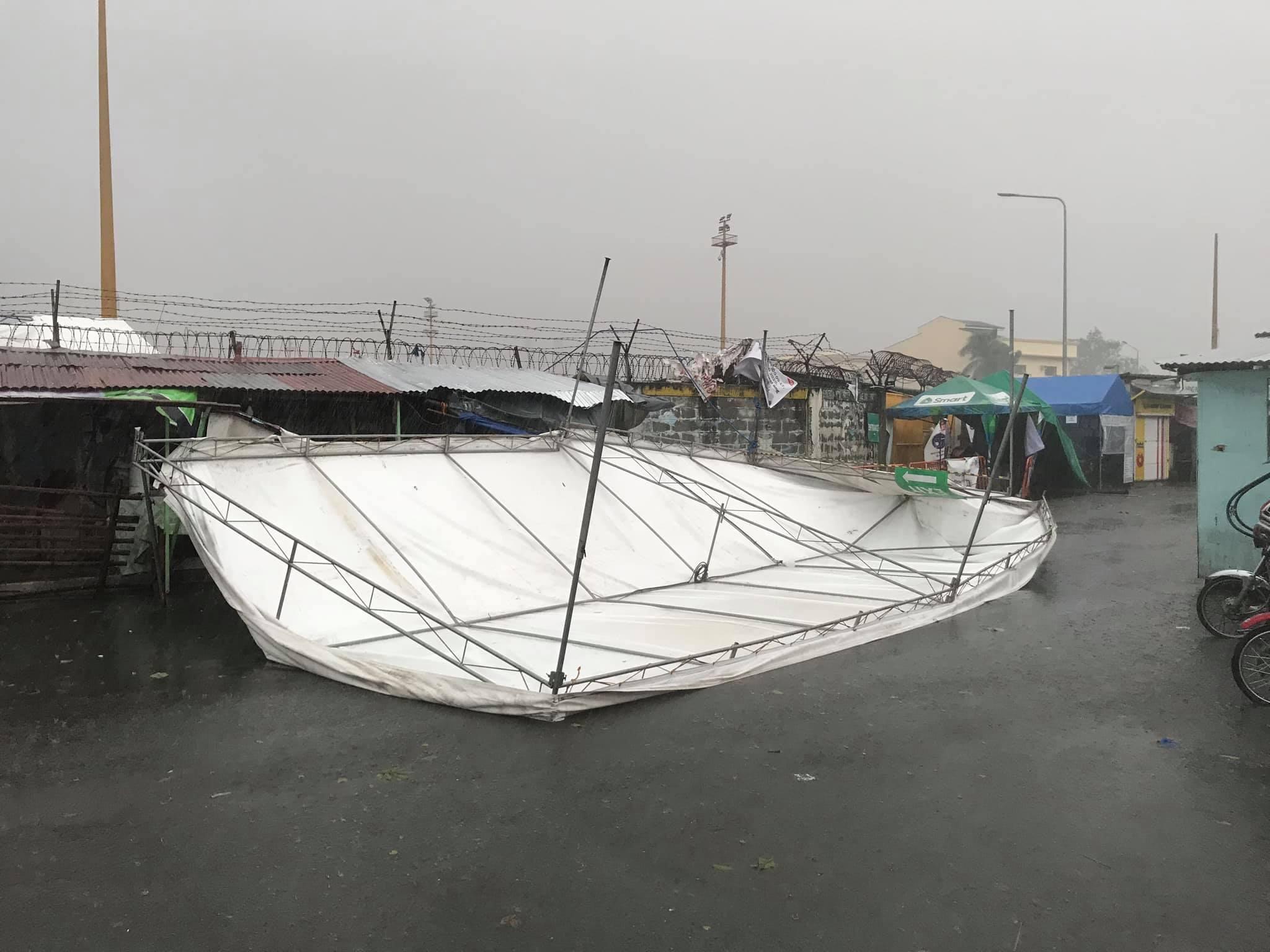 Hình ảnh cơn bão số 9 càn quét Philippines với sức gió mạnh dữ dội: Đã có những thiệt hại đầu tiên 9