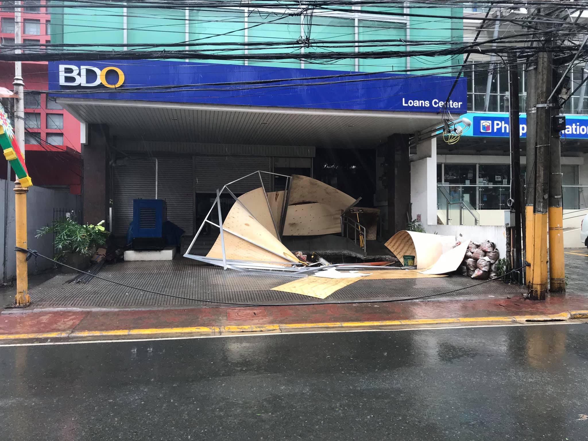 Hình ảnh cơn bão số 9 càn quét Philippines với sức gió mạnh dữ dội: Đã có những thiệt hại đầu tiên 11