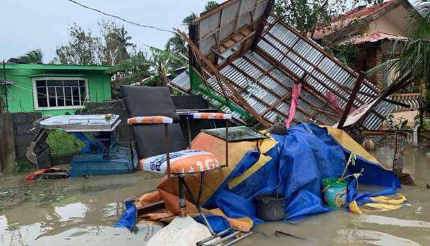 Hình ảnh cơn bão số 9 càn quét Philippines với sức gió mạnh dữ dội: Đã có những thiệt hại đầu tiên 1