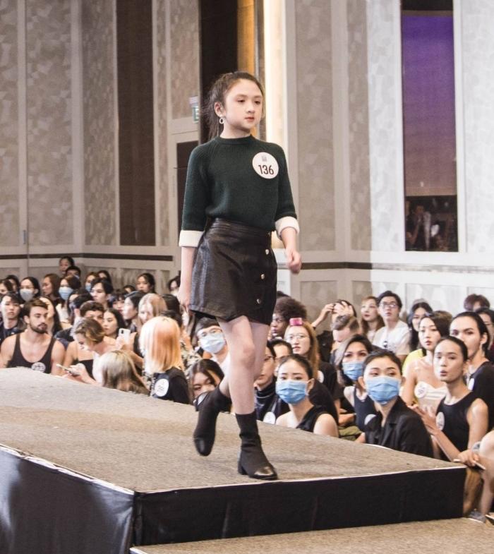 Người đẹp U40 catwalk 'chặt chém', dàn thí sinh LGBT mặc váy dạ hội 'khuấy động' buổi casting 8