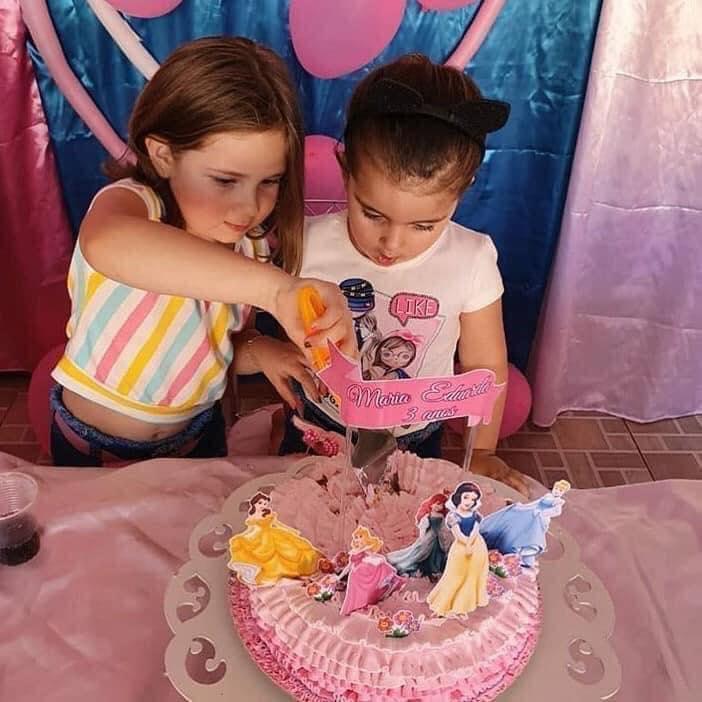 Đoạn kết có hậu cho hai bé gái trong clip tranh nhau thổi nến sinh nhật 3