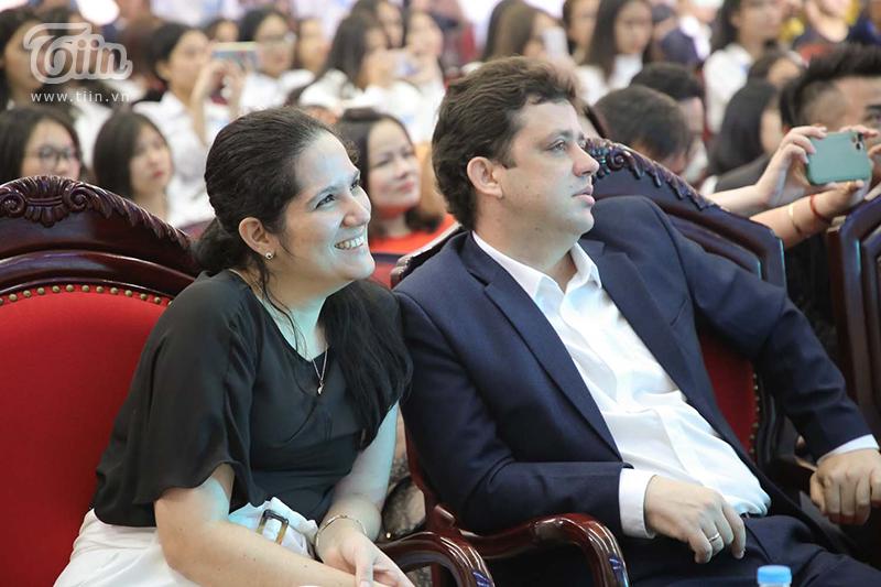 Lễ khai giảng có sự góp mặt của lãnh đạo nhà trường cùngđại biểu các bộ, ban, ngành trung ương cùng đối tác nước ngoài