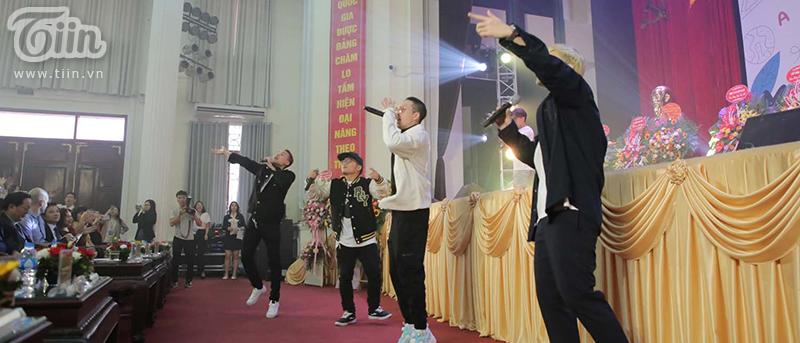 ĐH Quốc gia Hà Nội khai giảng các khóa cử nhân phục vụ cuộc cách mạng 4.0 6