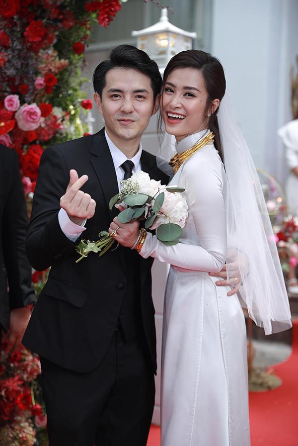 Sau 1 năm về chung nhà, Đông Nhi và Ông Cao Thắng đã chính thức lên chức bố mẹ