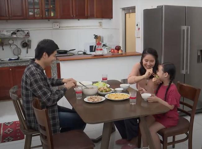 Sau nghi vấn mang thai lần 3, Lê Phương xuất hiện tươi tắn tại phim trường 4